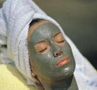 Нанесение маски из голубой глины