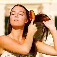 Расчесываем волосы перед мытьем