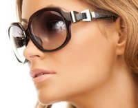 Солнцезащитные очки предотвращают появление морщин от прищуривания