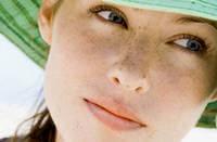 Шляпа защищает от ультрафиолетовых лучей