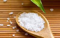 Соль - компонент скраба